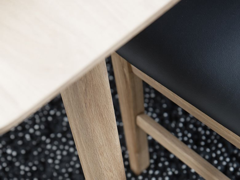 Shackleton Oak 1.5m Extending Dining Table Leg Detail